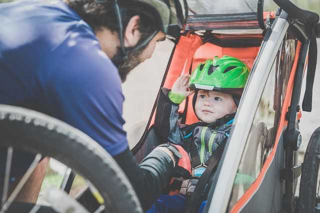 Helm Im Fahrradanhänger